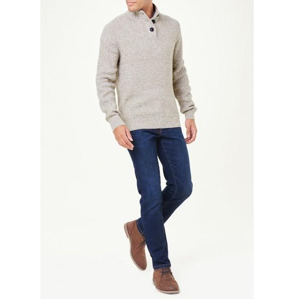 Button-collar sweater